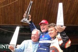 Magliona alza la Coppa Carotti sul podio con Piero Nappi secondo e Denny Zardo terzo